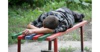 Прохожего, уснувшего на лавочке, обокрали
